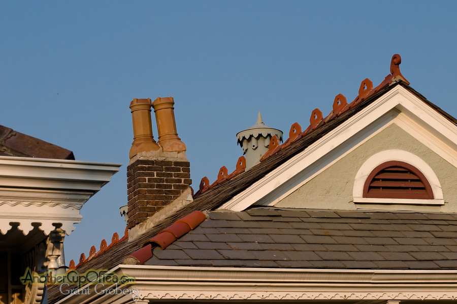 Ceramic Chimney Pipes and Roof Decoration
